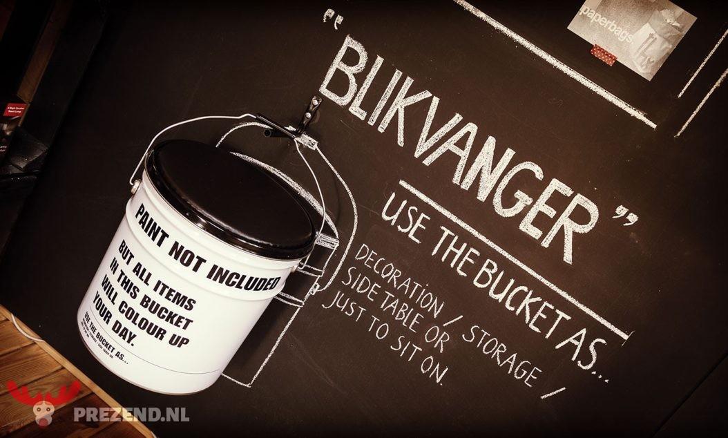 """""""De blikvanger"""" bucket"""